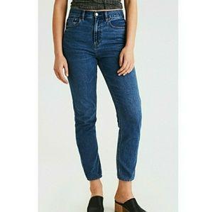 American Eagle Mom Jeans  High Rise Medium Wash